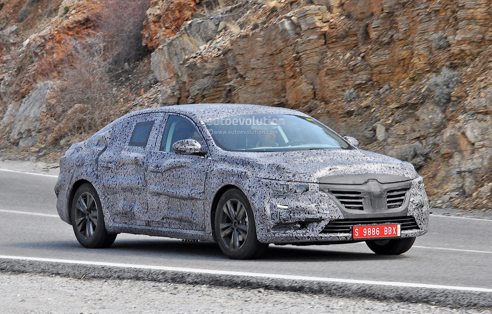 spyshots all new renault laguna interior spied for the first time autoevolution. Black Bedroom Furniture Sets. Home Design Ideas