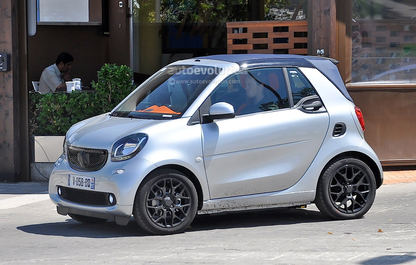 spyshots all new smart fortwo cabrio caught completely. Black Bedroom Furniture Sets. Home Design Ideas