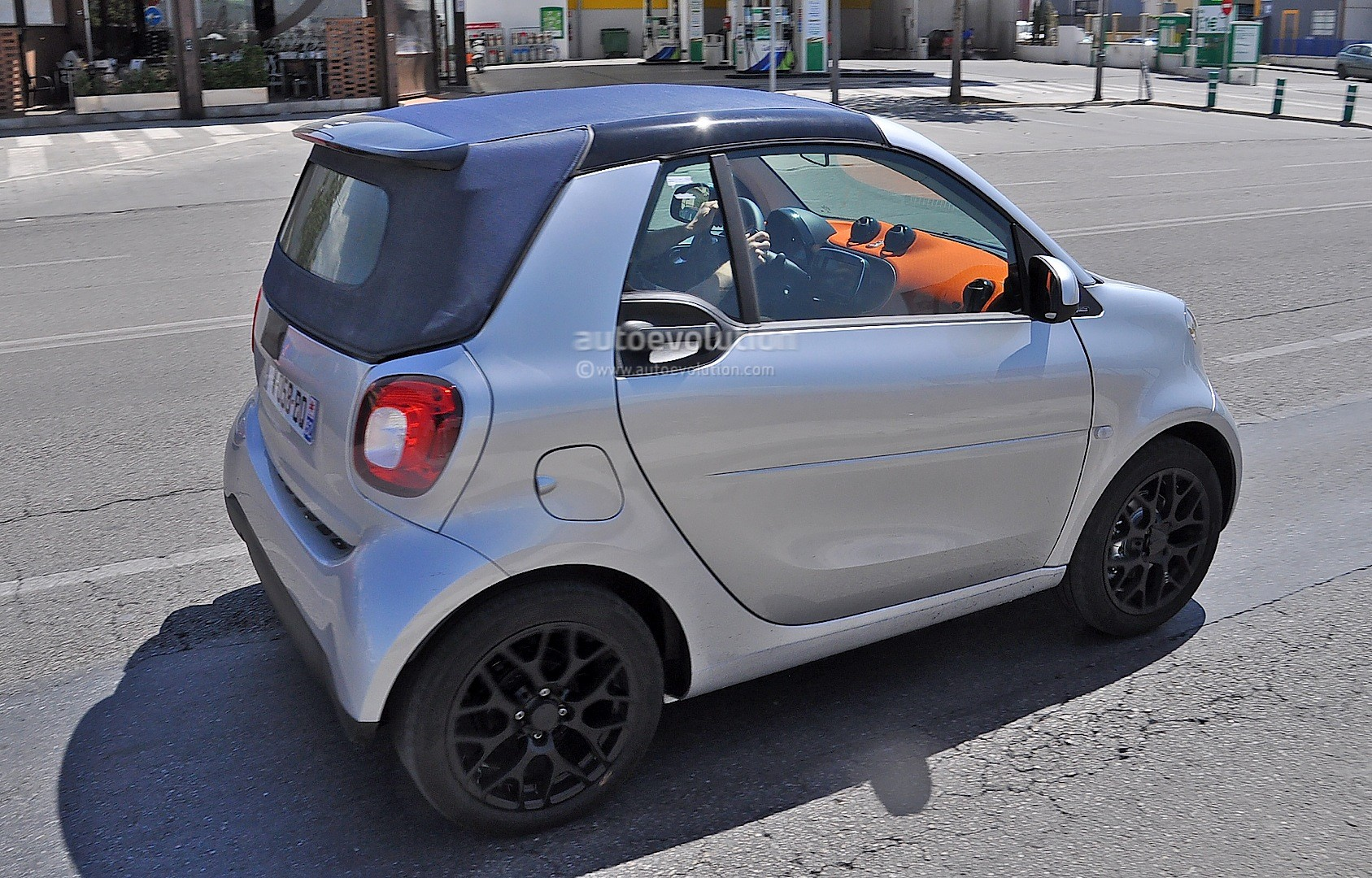 spyshots allnew smart fortwo cabrio caught completely