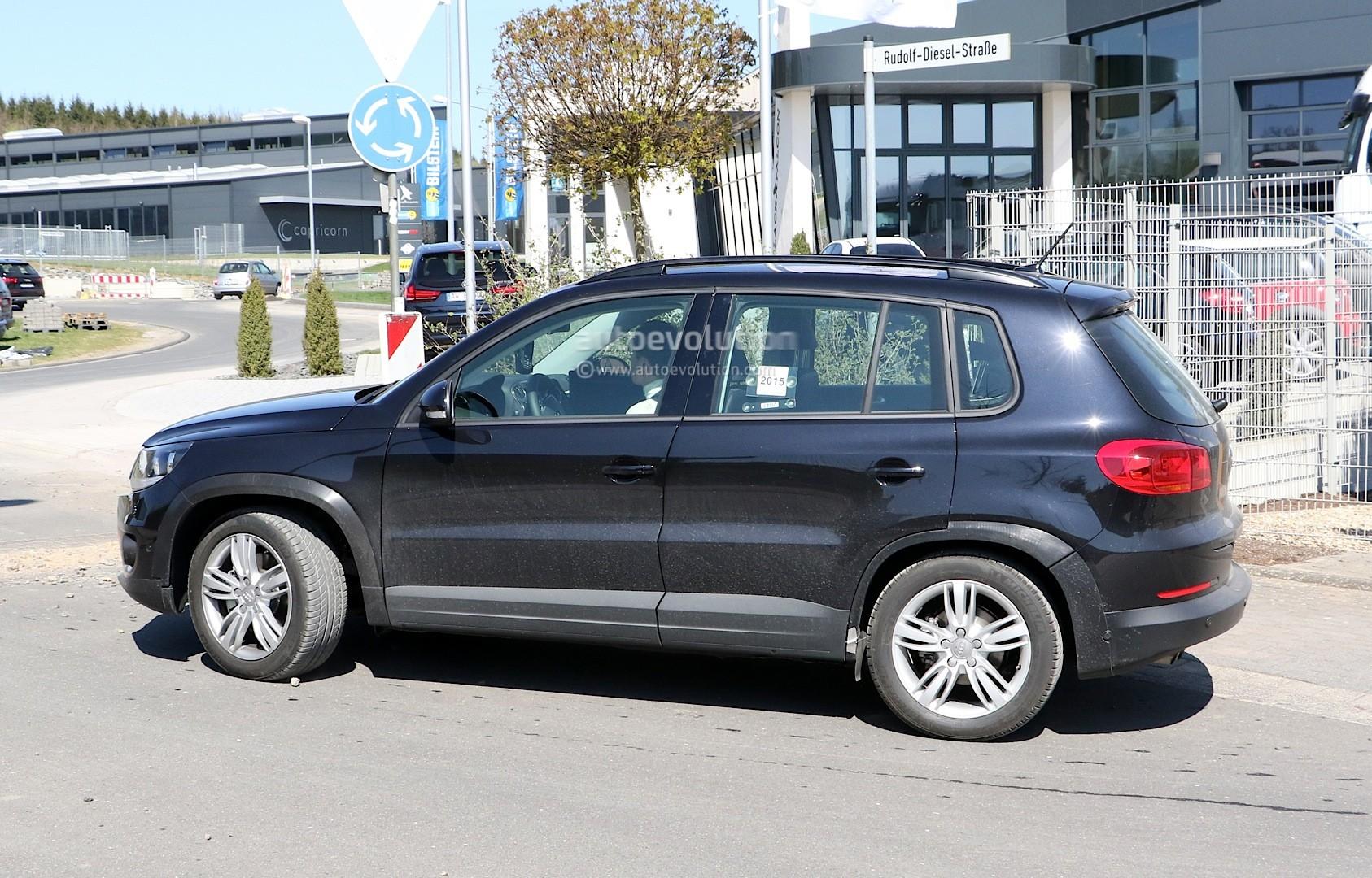 2016 - [Audi] Q2 - Page 6 Spyshots-audi-q1-test-mule-hides-under-volkswagen-tiguan-disguise_5