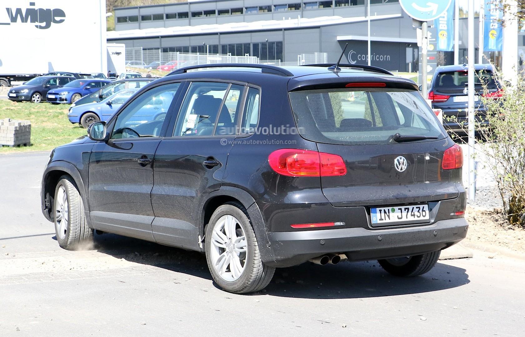 2016 - [Audi] Q2 - Page 6 Spyshots-audi-q1-test-mule-hides-under-volkswagen-tiguan-disguise_6