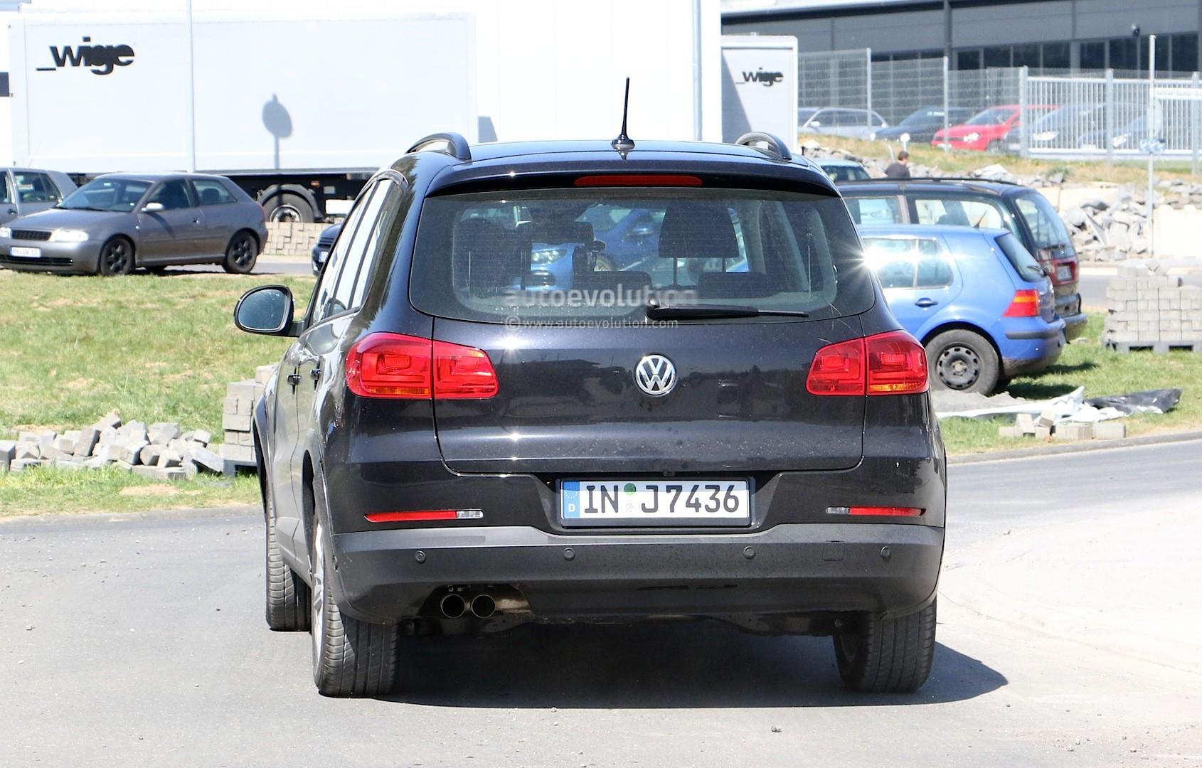 2016 - [Audi] Q2 - Page 6 Spyshots-audi-q1-test-mule-hides-under-volkswagen-tiguan-disguise_8