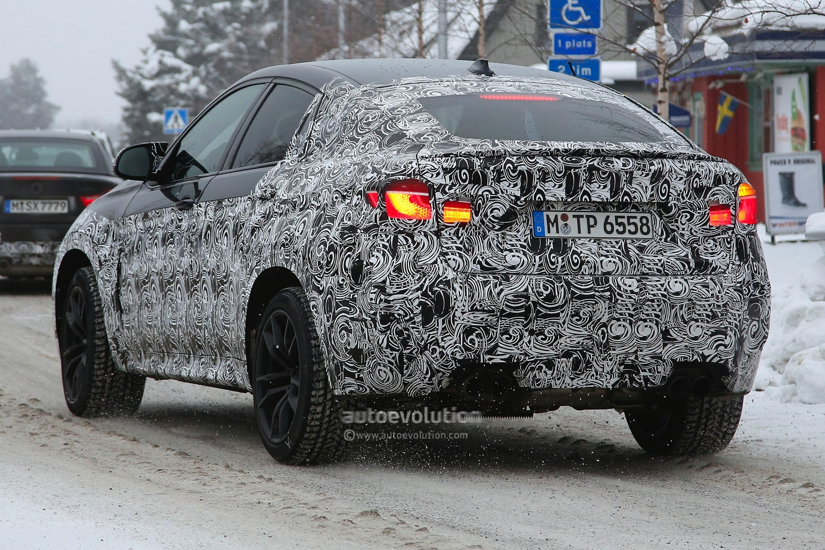 spyshots-b​mw-f86-x6-​m-spied-up​-close_6