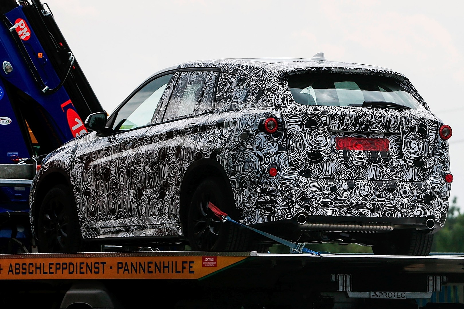 spyshots-bmw-fast-family-activity-sports-tourer_3