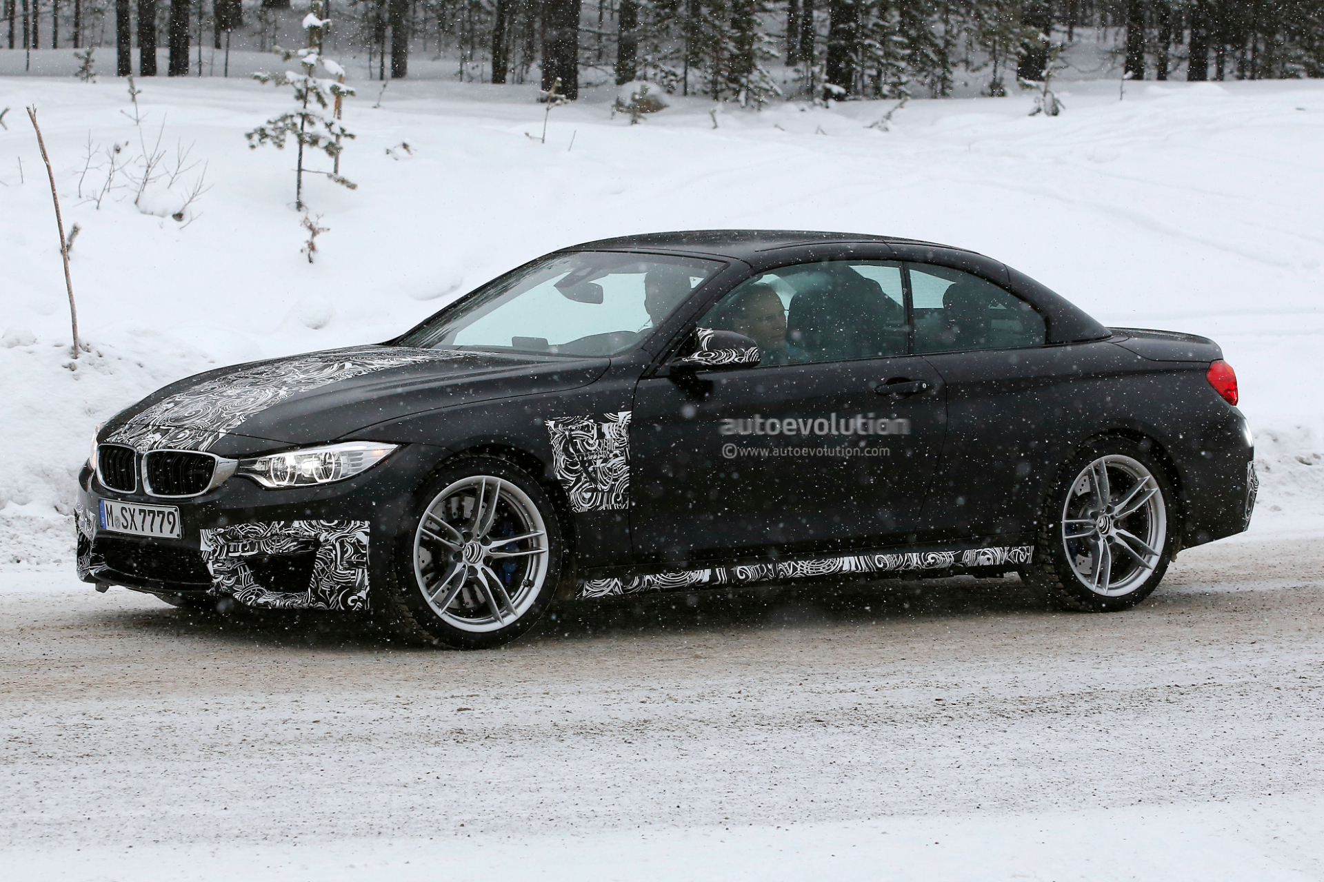 spyshots bmw m4 cabrio spied next to its suv m brothers autoevolution. Black Bedroom Furniture Sets. Home Design Ideas