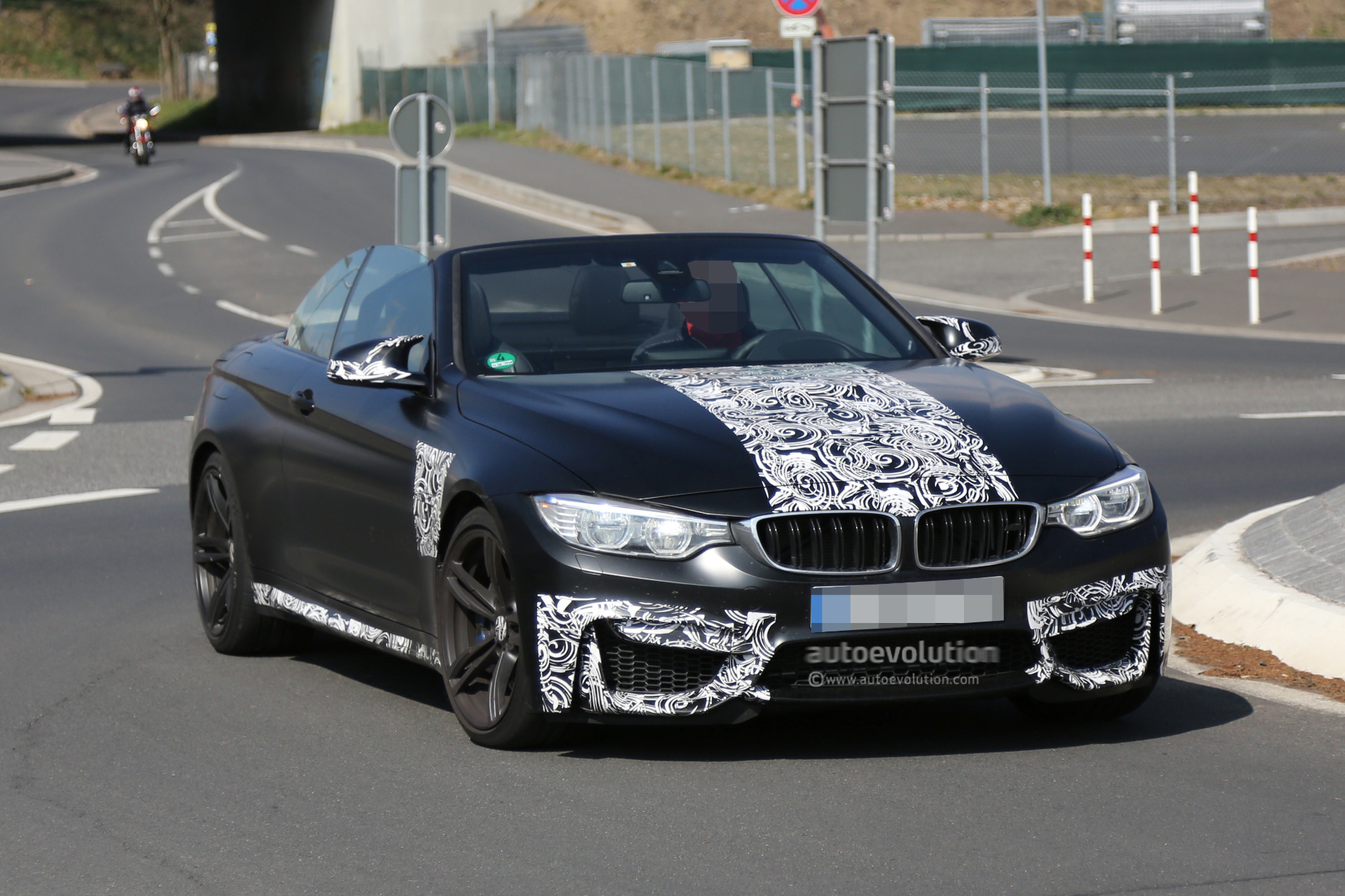 Spyshots: BMW M4 Convertible Caught with the Top Down ...