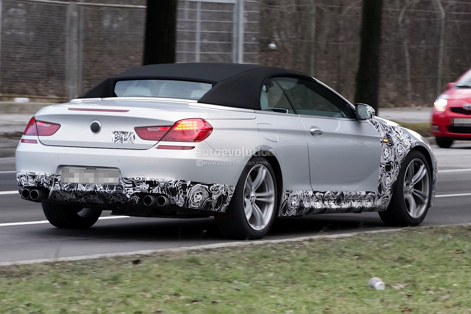 spyshots bmw m6 cabrio is almost here autoevolution. Black Bedroom Furniture Sets. Home Design Ideas