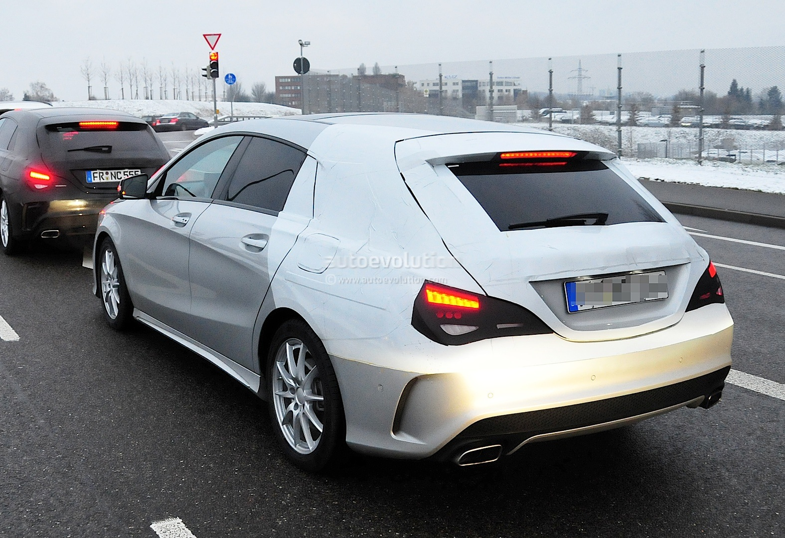 spyshots cla shooting brake spotted up close autoevolution. Black Bedroom Furniture Sets. Home Design Ideas