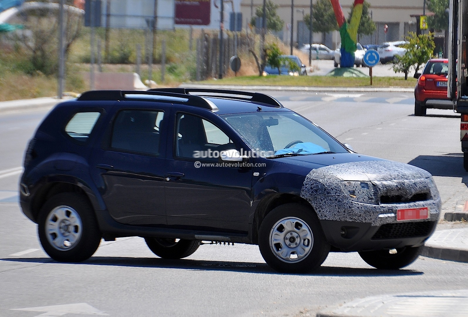 spyshots dacia launching facelift for duster suv autoevolution. Black Bedroom Furniture Sets. Home Design Ideas