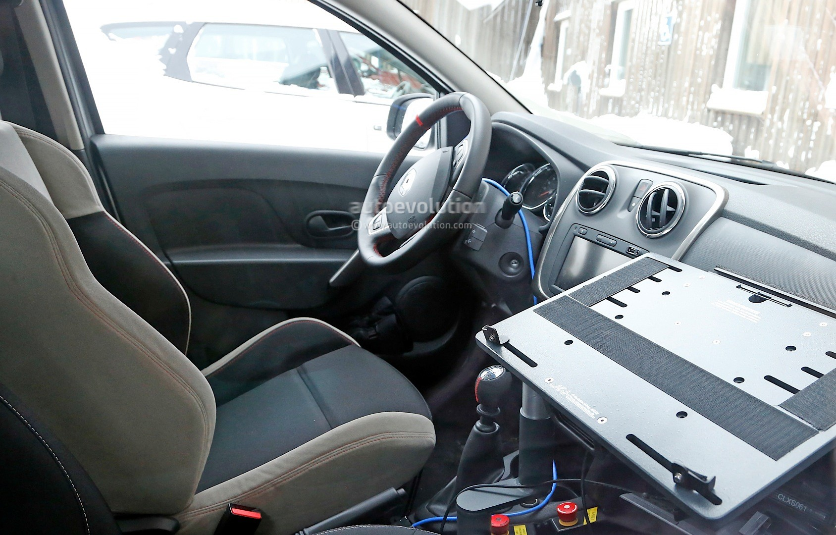2012 - [Dacia] Sandero II - Page 14 Spyshots-dacia-sandero-rs-getting-12-turbo-engine-sportier-interior_8