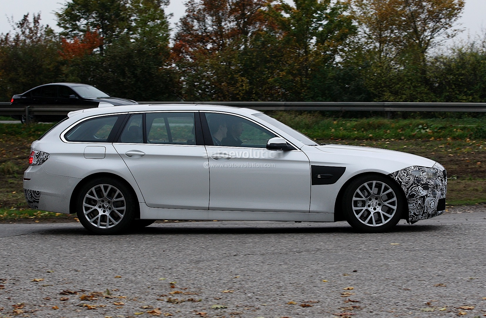 spyshots f11 bmw 5 series touring facelift lci autoevolution. Black Bedroom Furniture Sets. Home Design Ideas