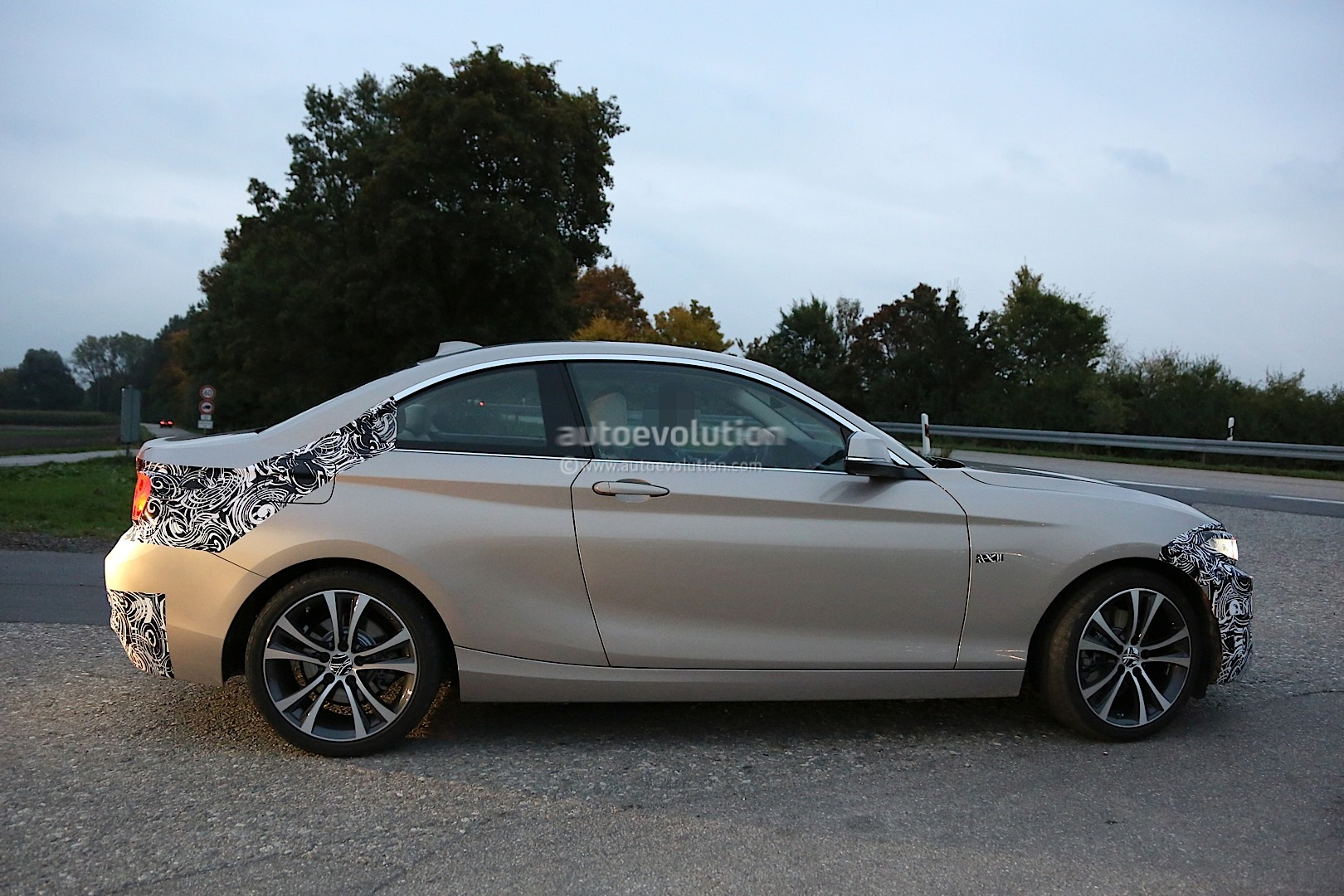 spyshots f22 bmw 2 series coupe seen testing. Black Bedroom Furniture Sets. Home Design Ideas