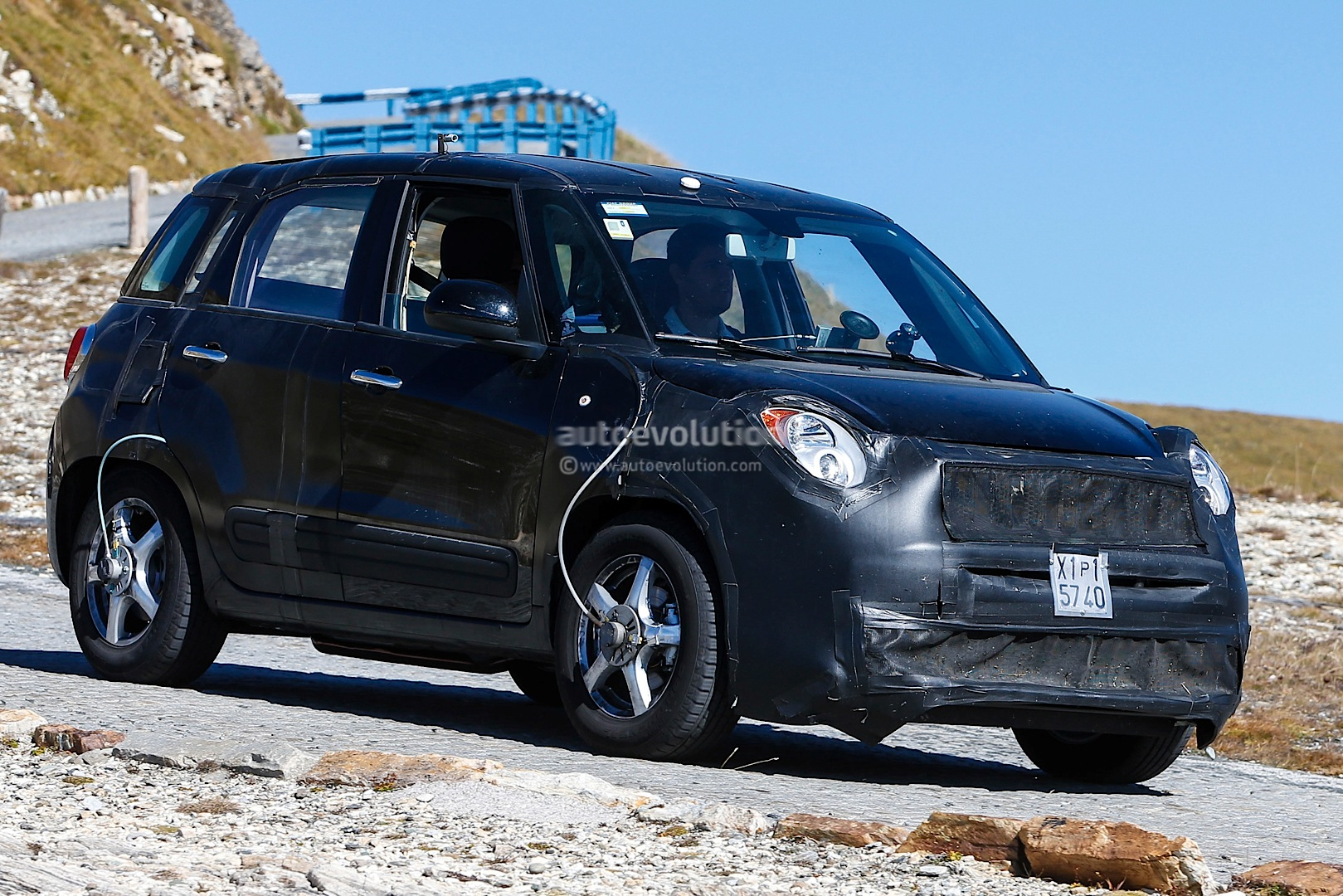 spyshots fiat 500x test mule spotted in alps autoevolution. Black Bedroom Furniture Sets. Home Design Ideas