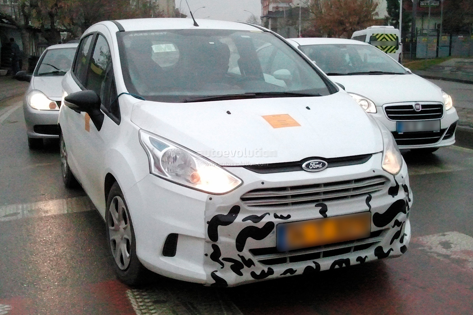 2014 - [Ford] B-Max Restylé Spyshots-ford-b-max-facelift_1