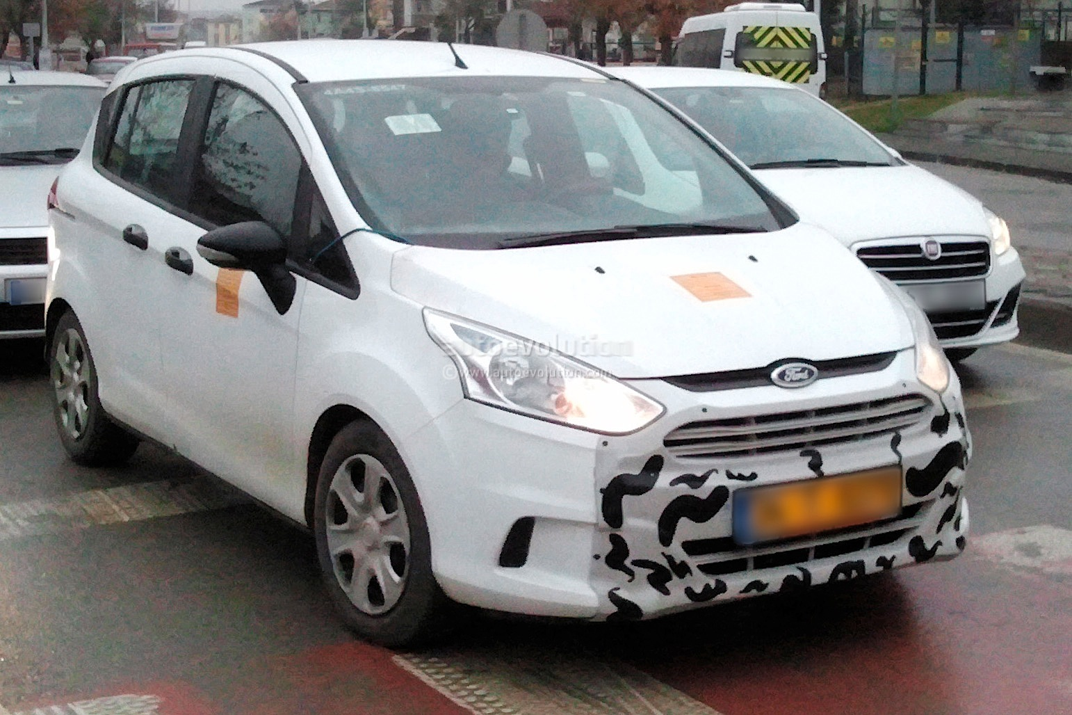 2014 - [Ford] B-Max Restylé Spyshots-ford-b-max-facelift_2