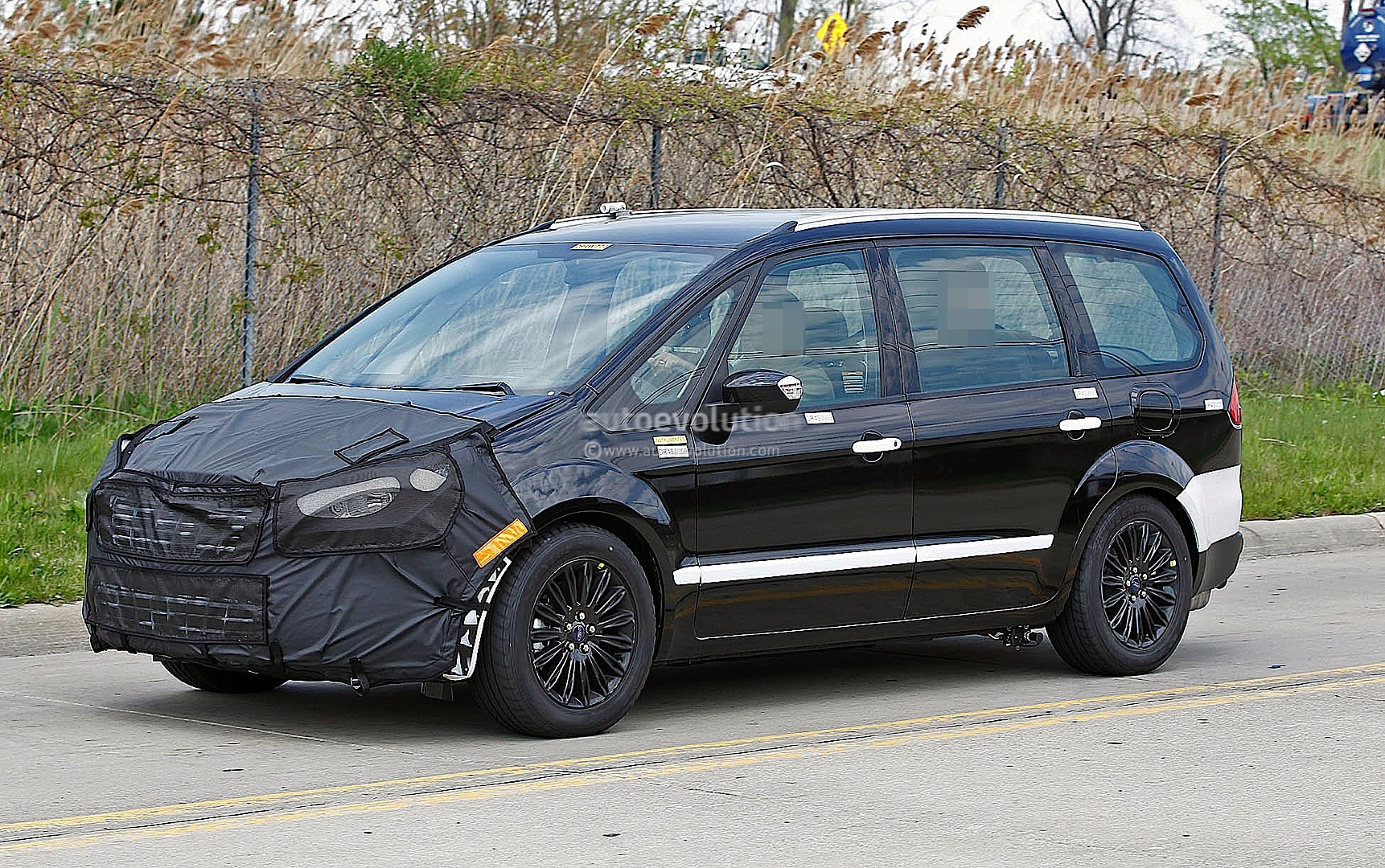 Spyshots: Ford Galaxy MPV Mule