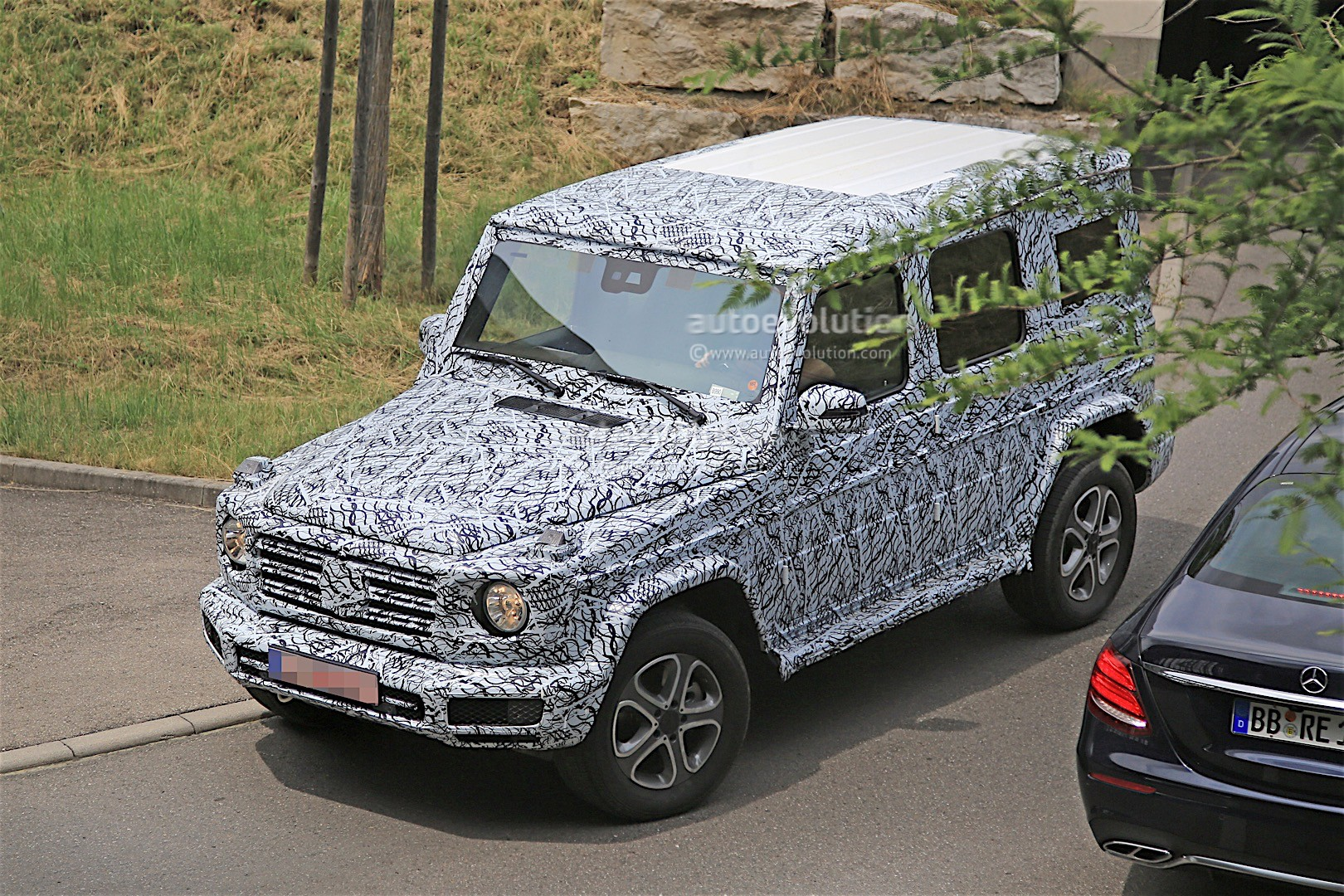 2018 mercedes benz g class spied on the road it 39 s still. Black Bedroom Furniture Sets. Home Design Ideas