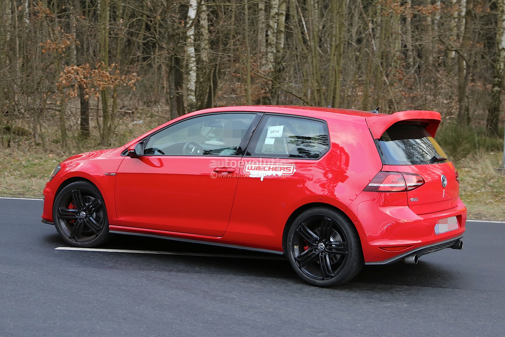 "Spyshots: Hardcore VW Golf GTI ""Club Sport"" Spotted at Nurburgring - autoevolution"