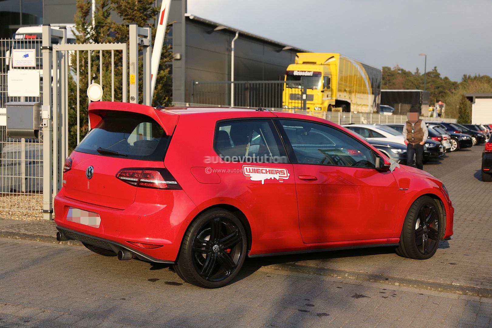 "Spyshots: Hardcore VW Golf GTI ""Club Sport"" Spotted at Nurburgring - autoevolution"