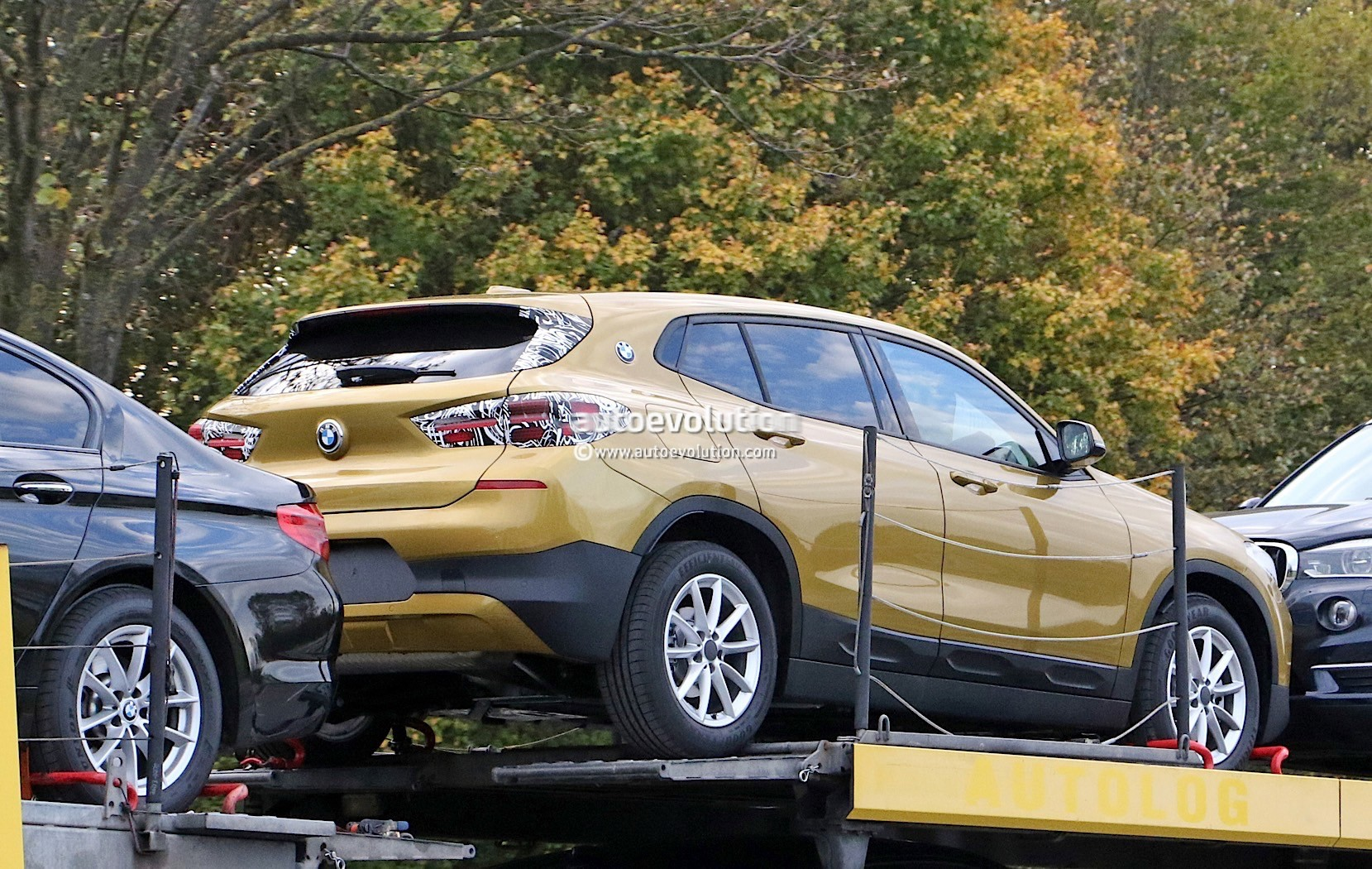 spyshots hardly camouflaged 2018 bmw x2 has four blue and white roundels autoevolution. Black Bedroom Furniture Sets. Home Design Ideas