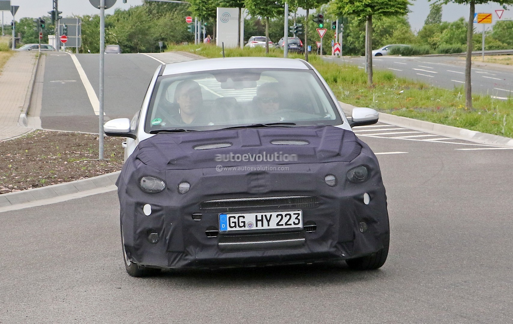 2018 - [Hyundai] I20 restylée Spyshots-hyundai-i20-prototype-spied-we-think-it-s-a-facelifted-version_2