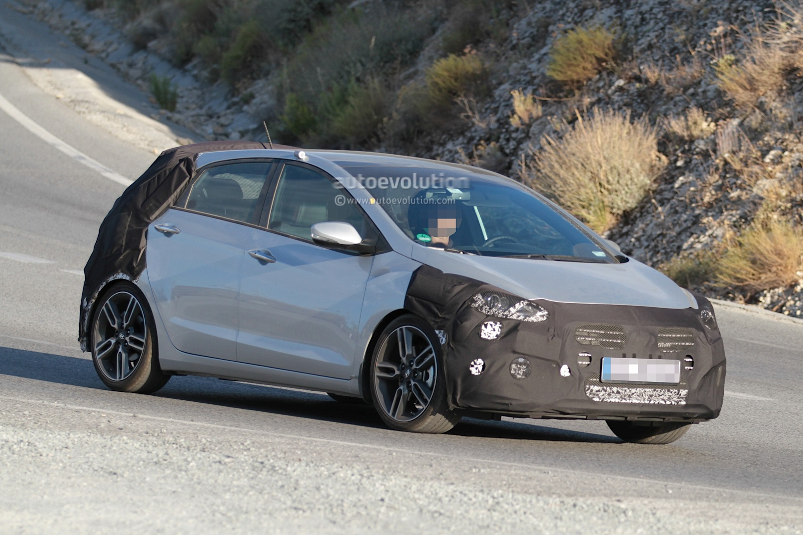 spyshots hyundai i30 n hot hatch seen for the first time autoevolution. Black Bedroom Furniture Sets. Home Design Ideas