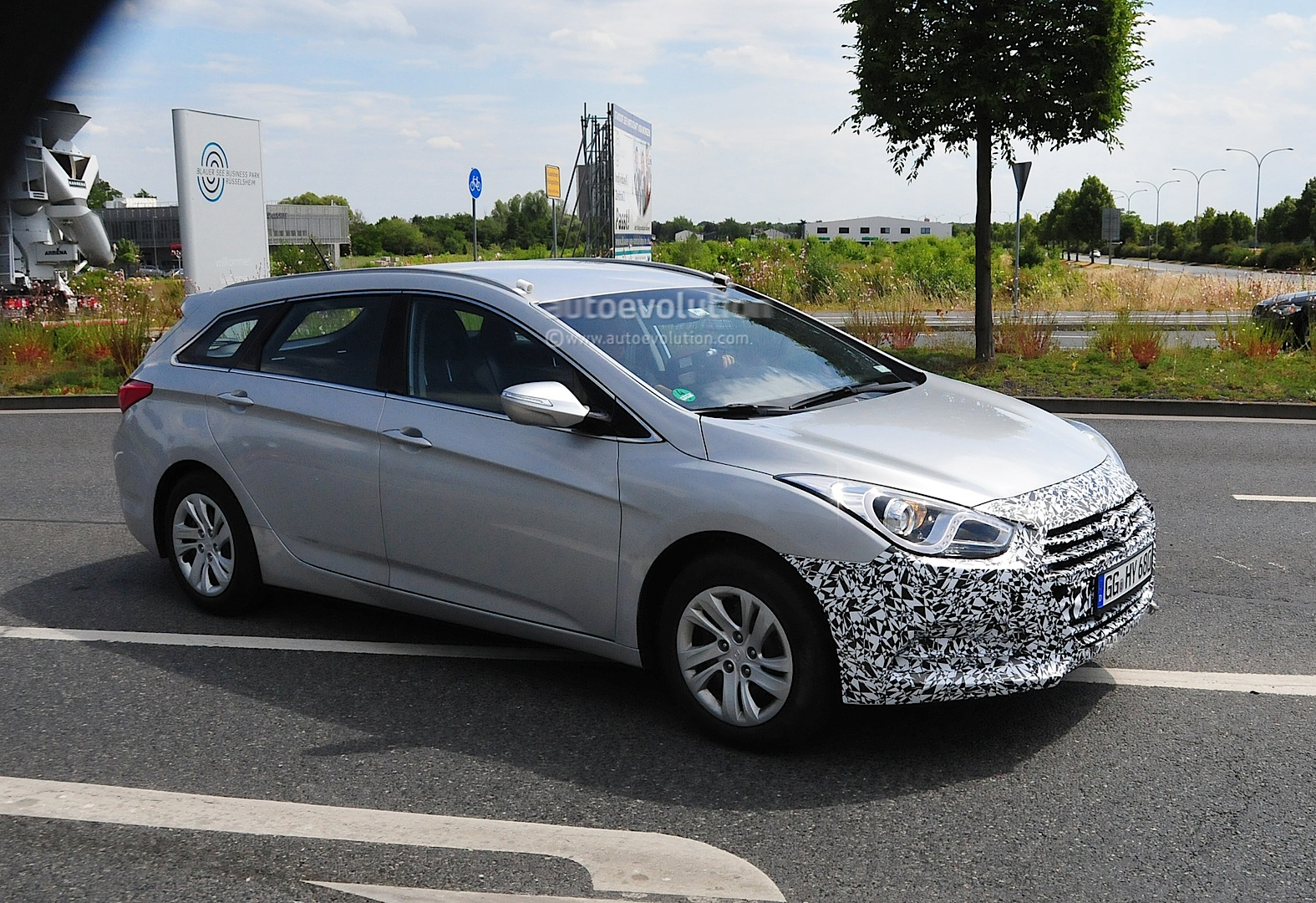 Spyshots Hyundai I40 Facelift Coming Autoevolution