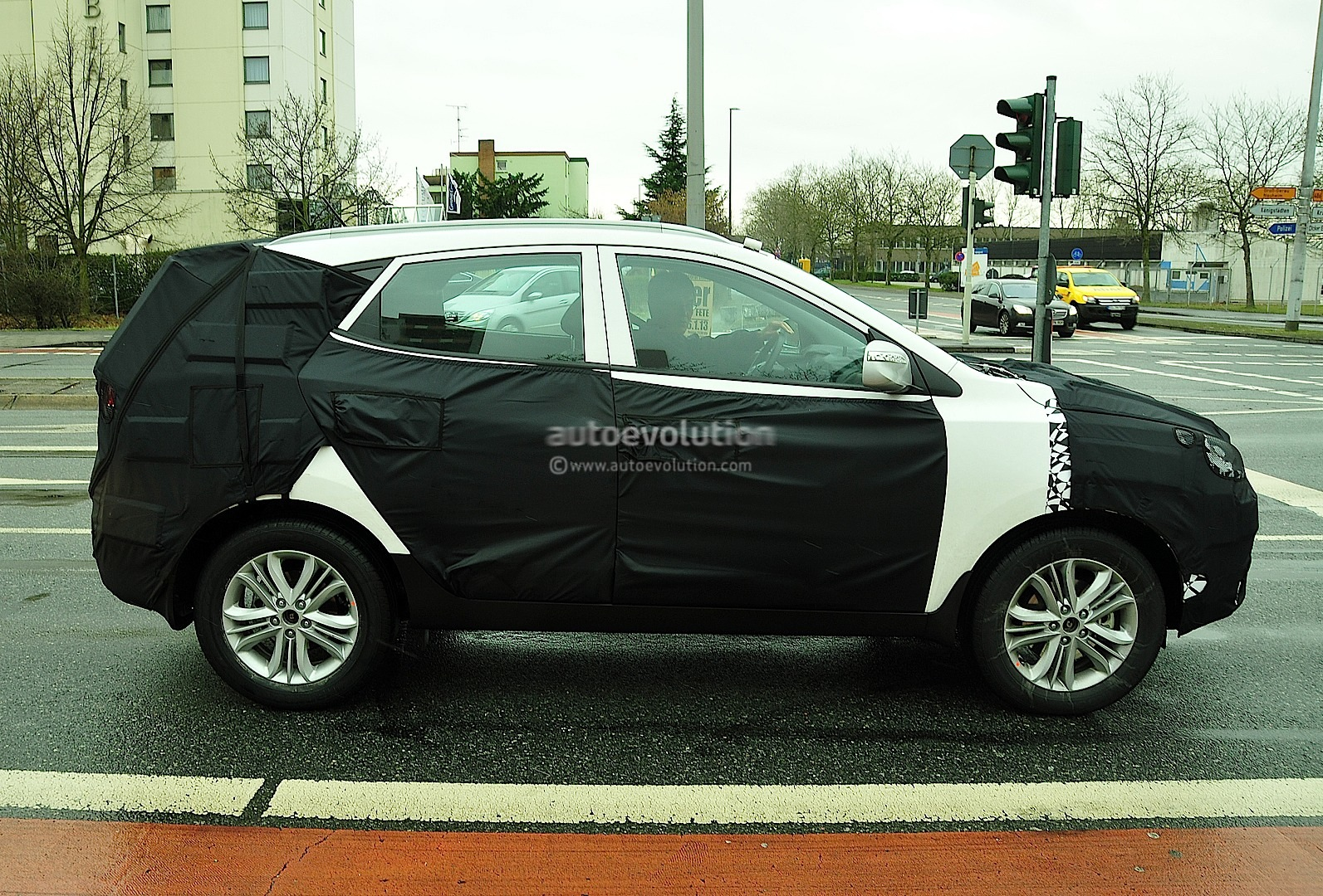 spyshots hyundai ix35 tucson facelift autoevolution. Black Bedroom Furniture Sets. Home Design Ideas