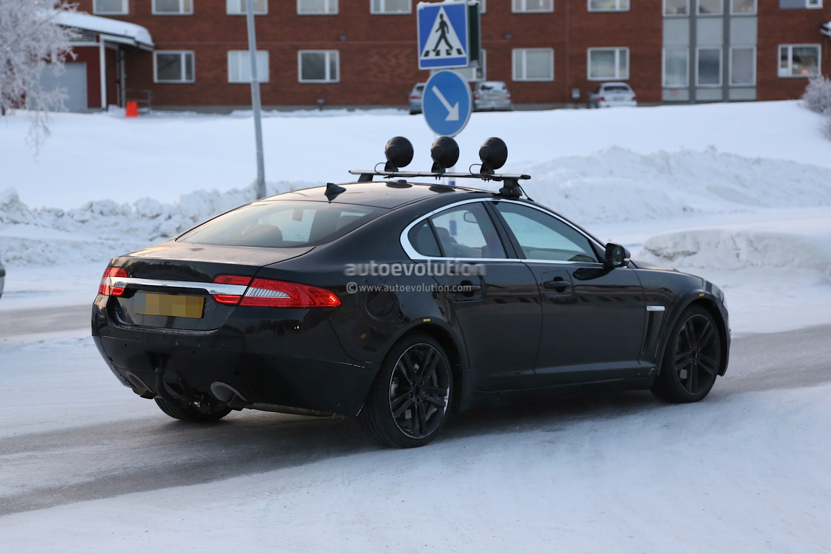 Spyshots: Jaguar XS Test Mule Winter Testing in Sweden - autoevolution