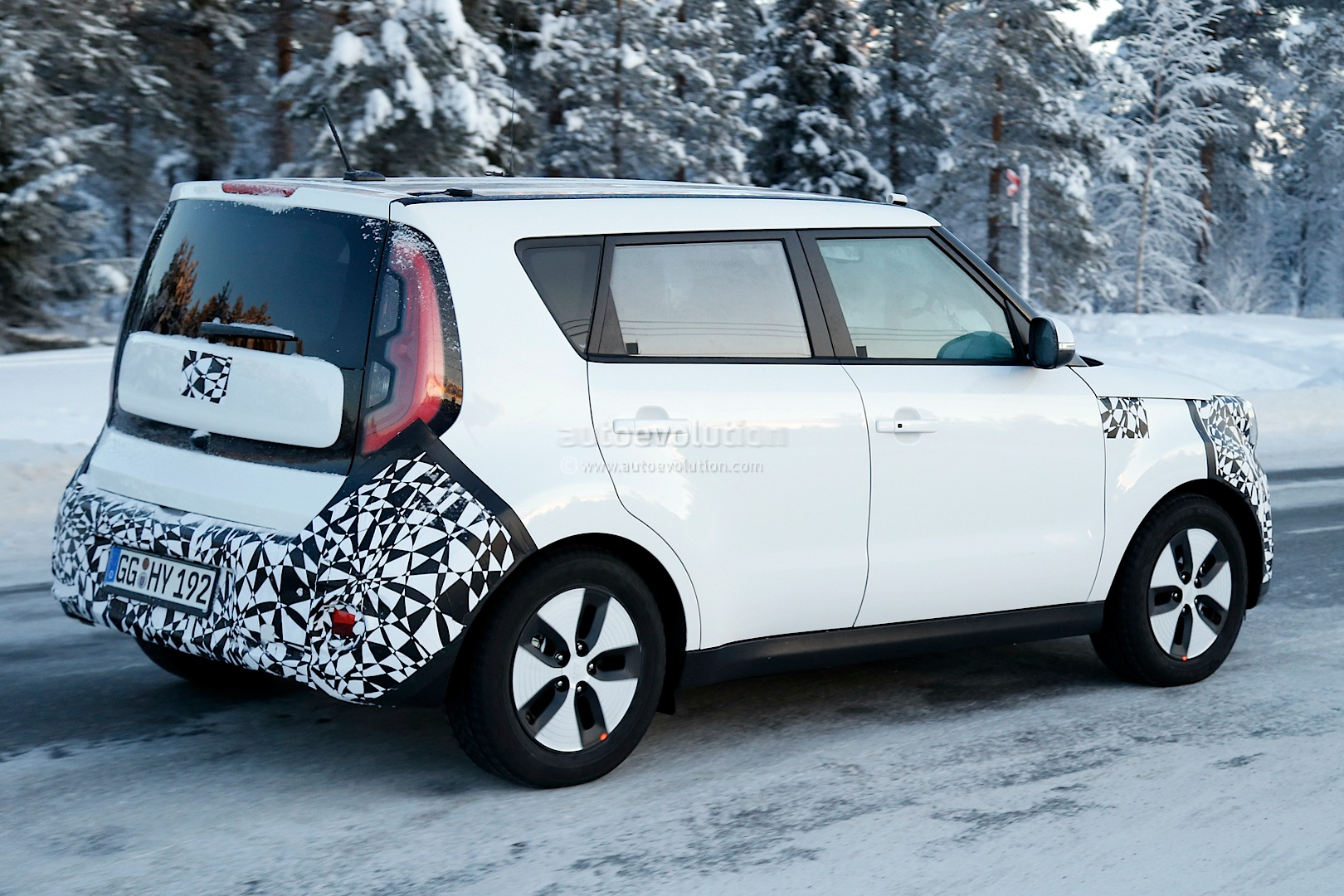 spyshots kia soul ev cold weather testing autoevolution. Black Bedroom Furniture Sets. Home Design Ideas