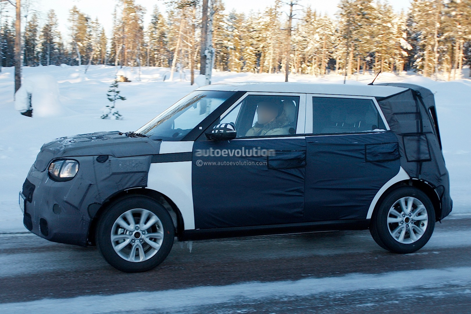 Spyshots Kia Soul Plays With New Tiger Nose In The Snow