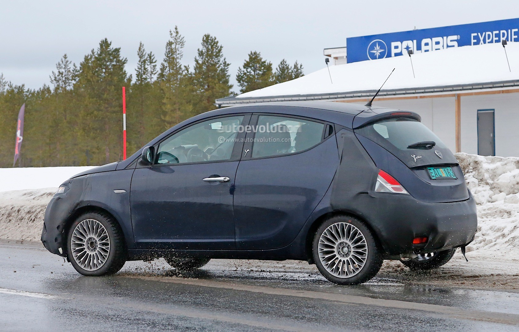 spyshots lancia ypsilon facelift spotted testing autoevolution. Black Bedroom Furniture Sets. Home Design Ideas