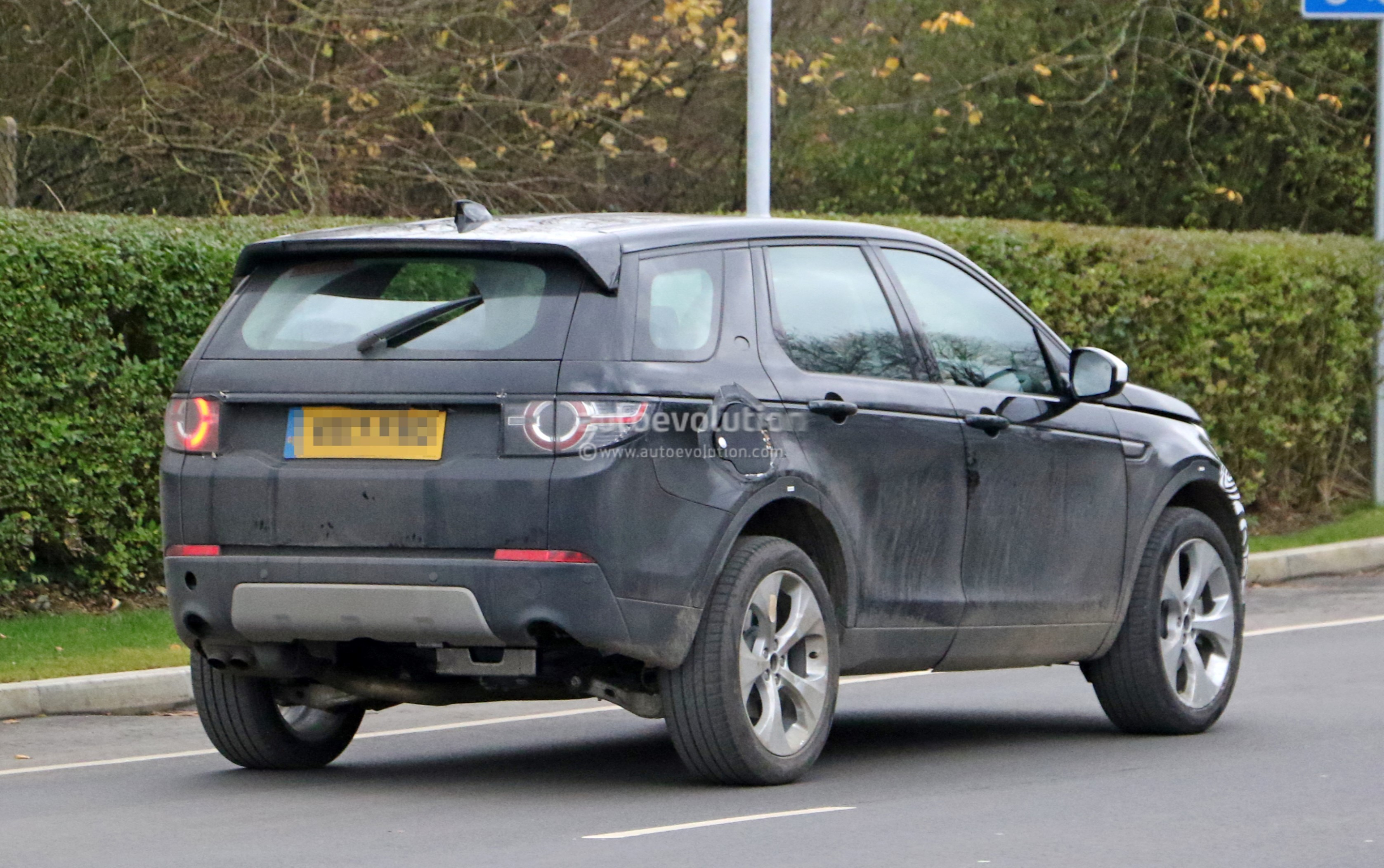 Spyshots: 2019 Land Rover Discovery Sport Has Makeshift ...