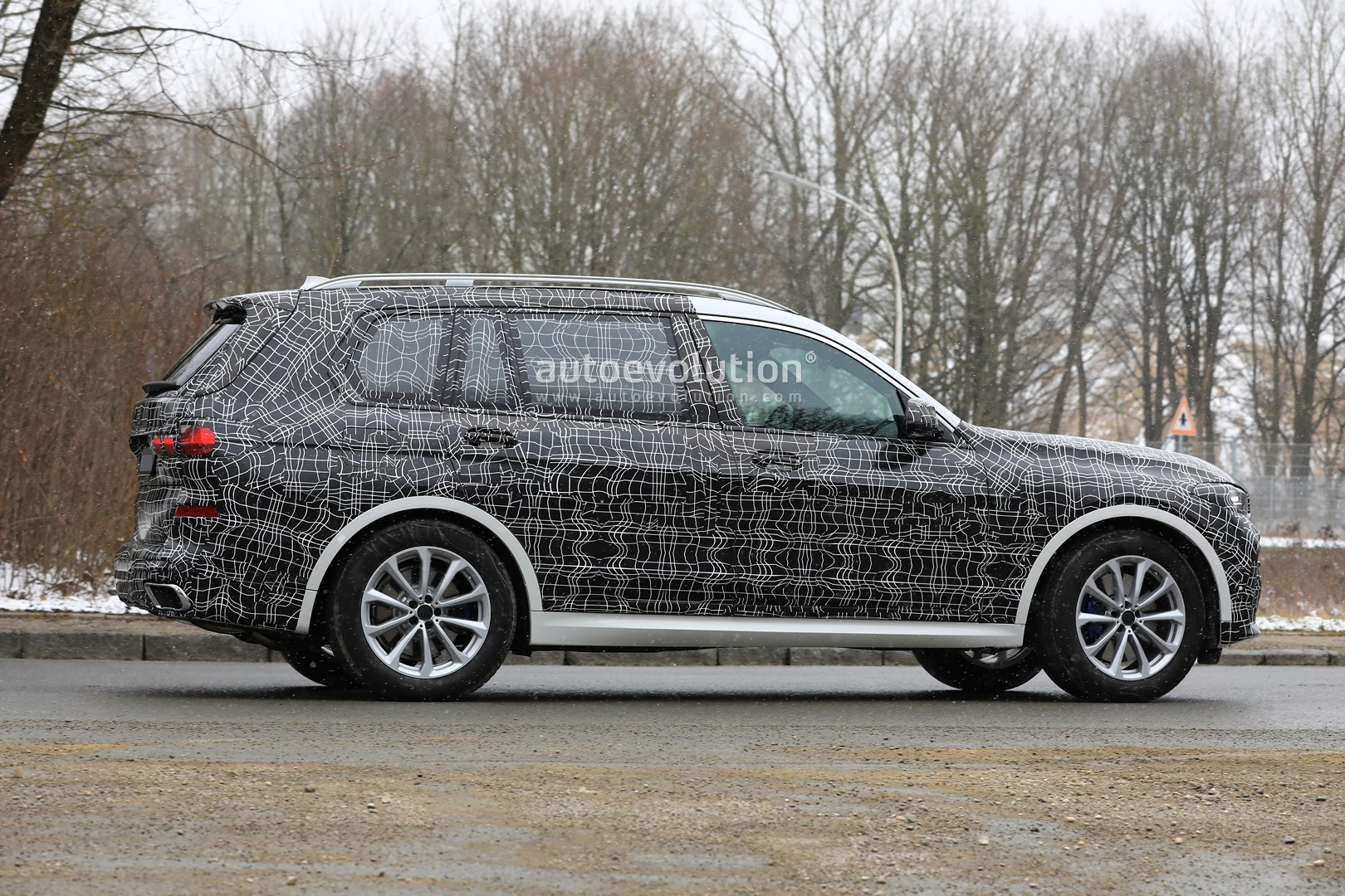 Spyshots Likely Bmw X7 M50i Shows The M Look Autoevolution