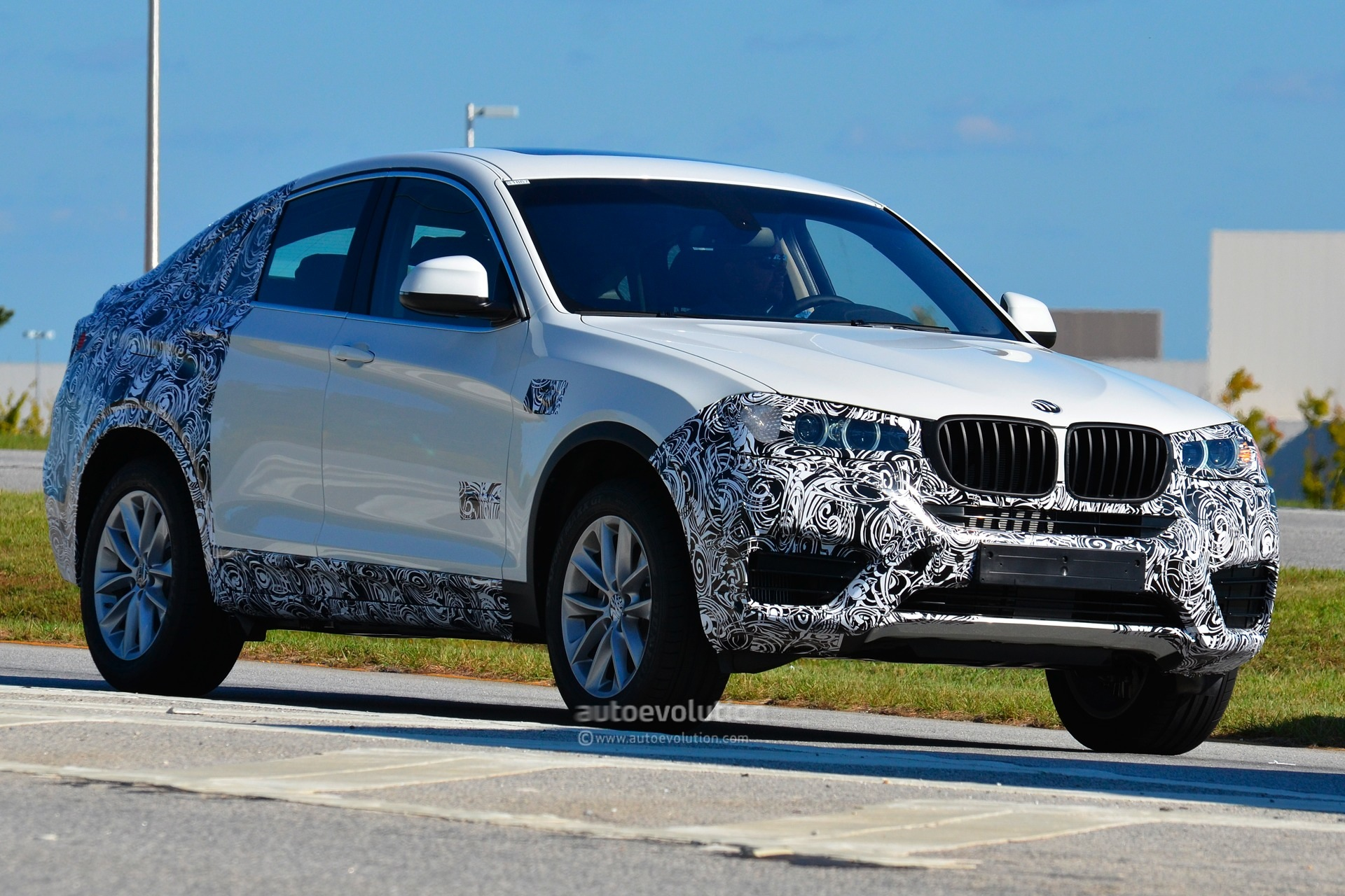 spyshots m sport bmw x4 testing autoevolution. Black Bedroom Furniture Sets. Home Design Ideas