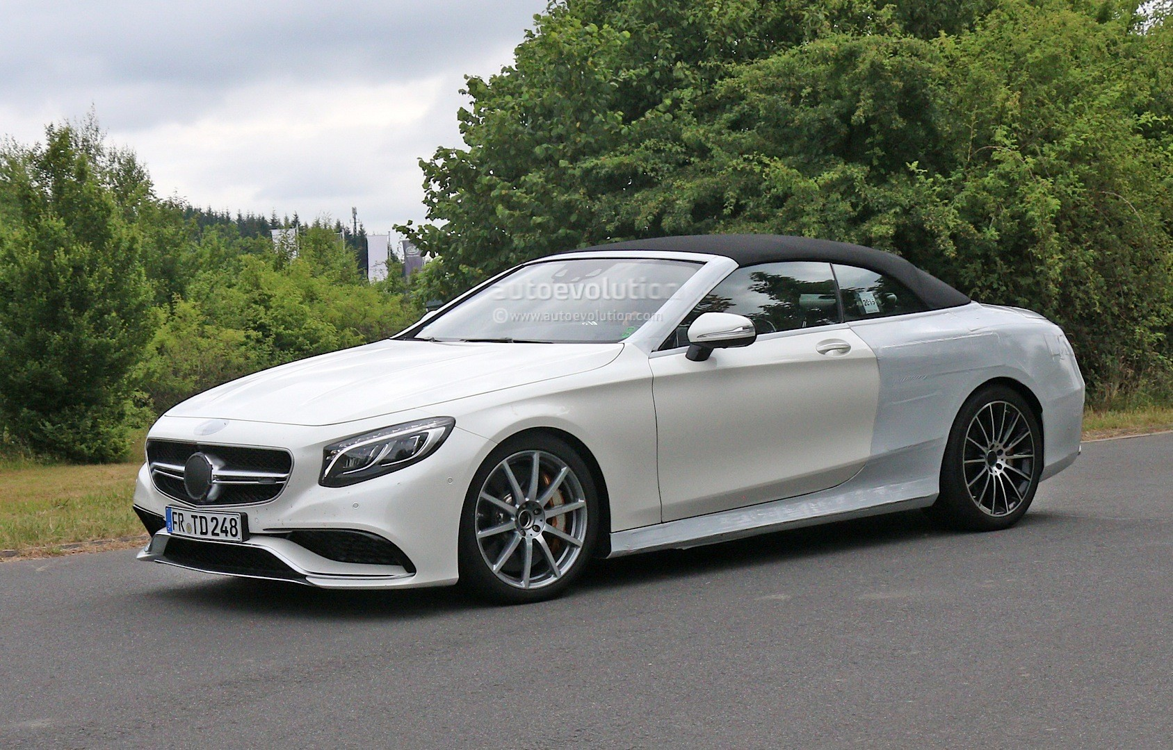 spyshots mercedes amg s63 cabriolet gets naked before big reveal autoevolution. Black Bedroom Furniture Sets. Home Design Ideas