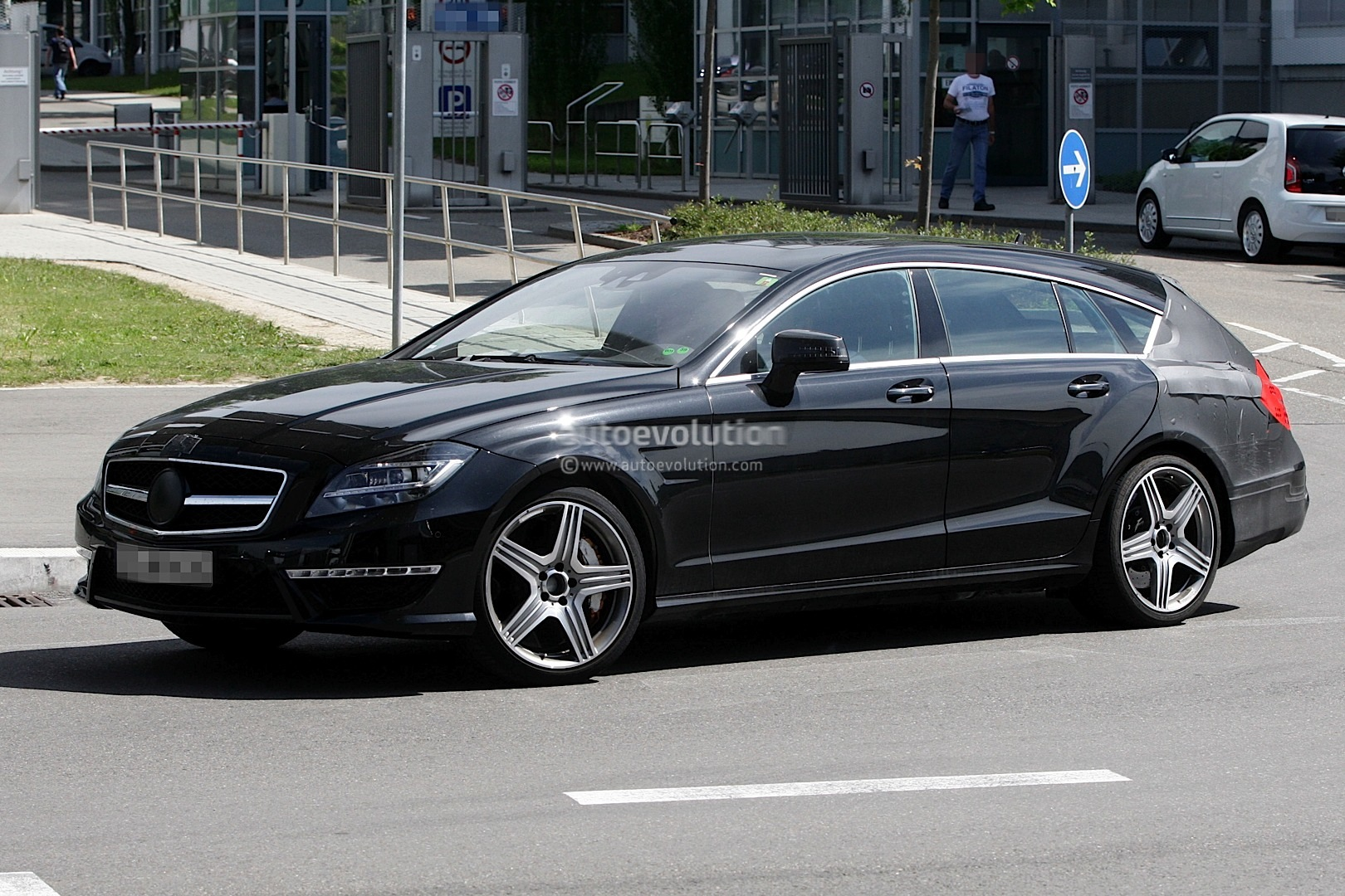 spyshots mercedes benz cls 63 amg shooting brake autoevolution. Black Bedroom Furniture Sets. Home Design Ideas