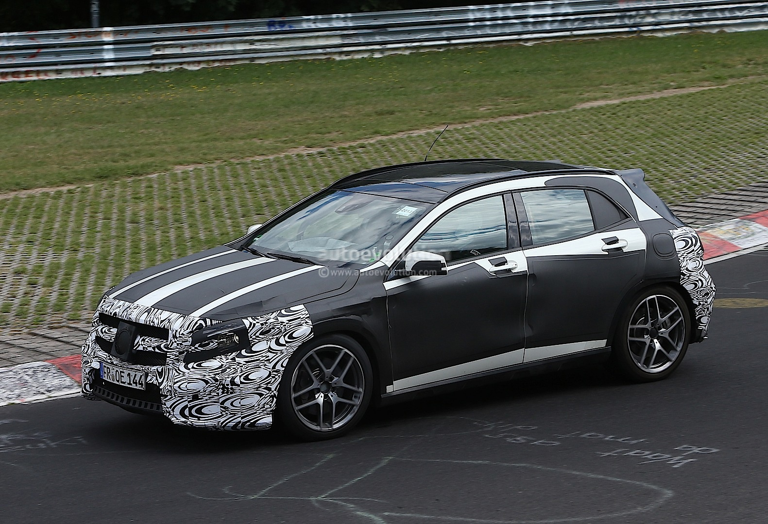 spyshots mercedes gla 45 amg undergoing nurburgring testing autoevolution. Black Bedroom Furniture Sets. Home Design Ideas