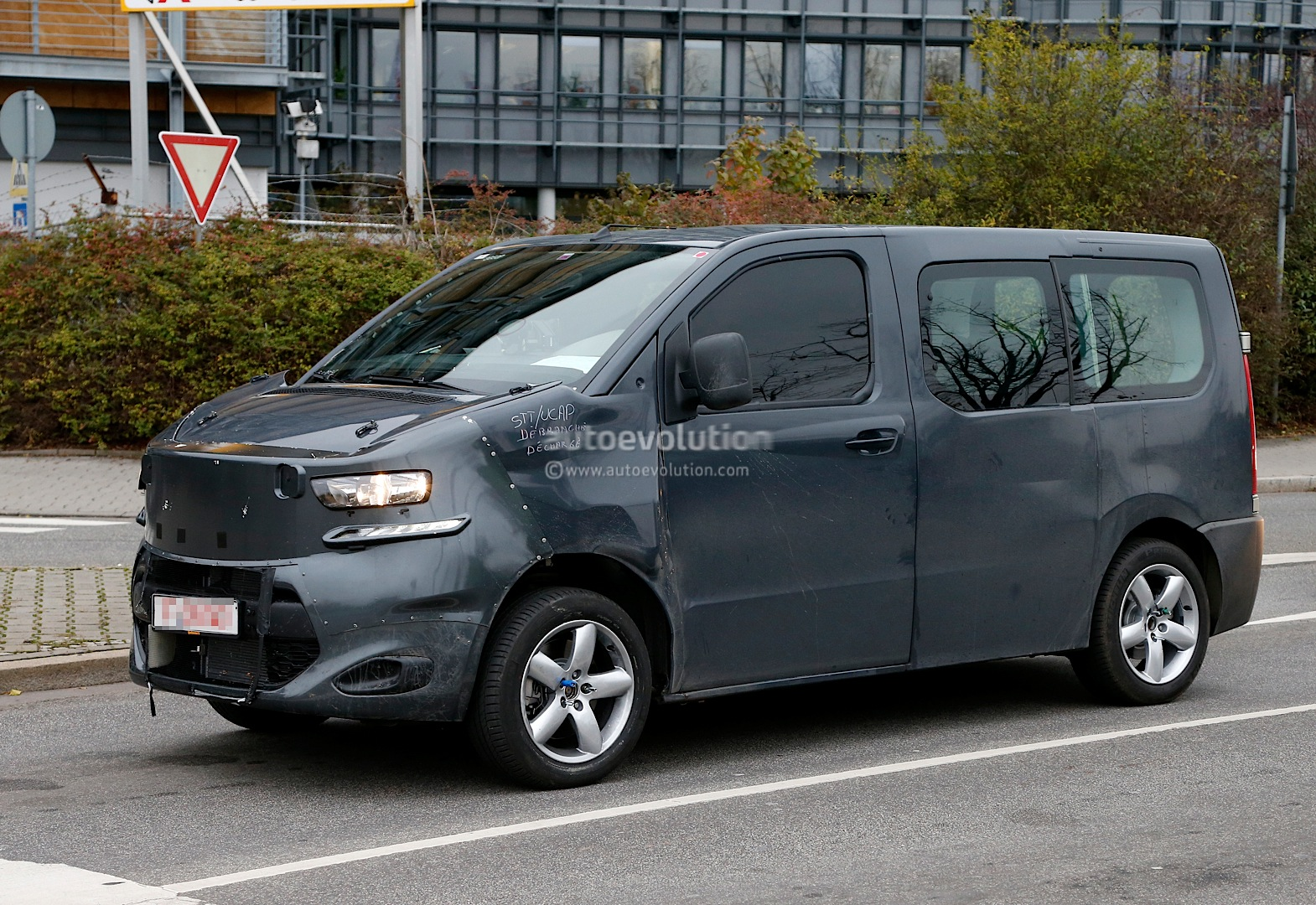 spyshots new citroen jumpy takes cues from 2011 tubik concept autoevolution. Black Bedroom Furniture Sets. Home Design Ideas