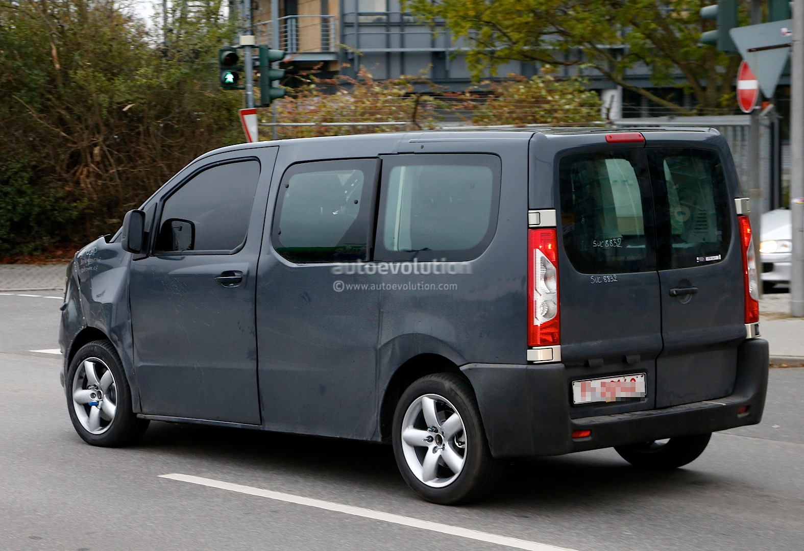 spyshots new citroen jumpy takes cues from 2011 tubik. Black Bedroom Furniture Sets. Home Design Ideas