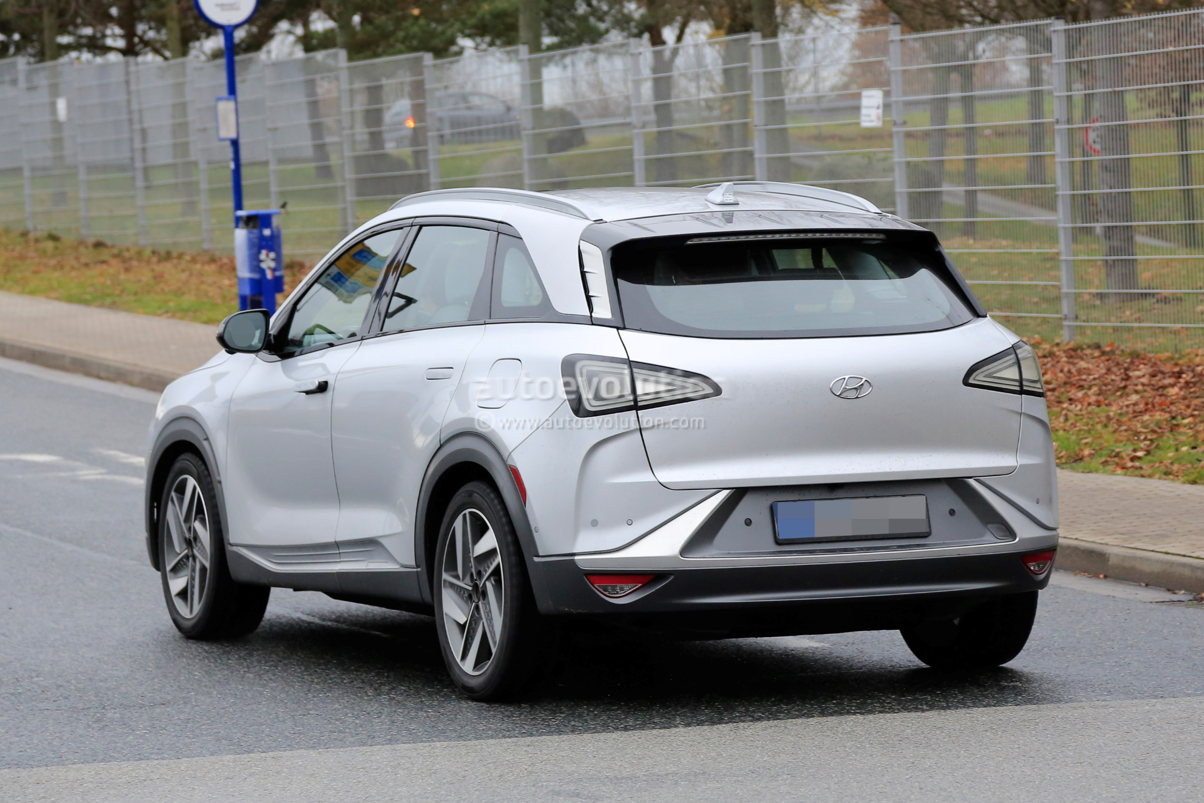 spyshots new hyundai fuel cell electric suv looks production ready autoevolution. Black Bedroom Furniture Sets. Home Design Ideas