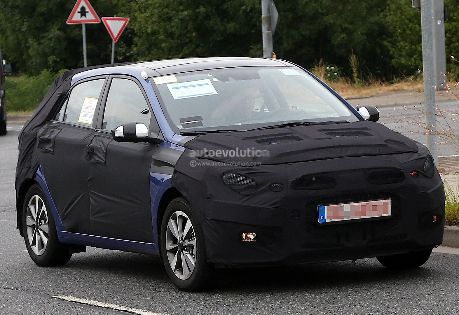 spyshots new hyundai i20 looks promising autoevolution. Black Bedroom Furniture Sets. Home Design Ideas