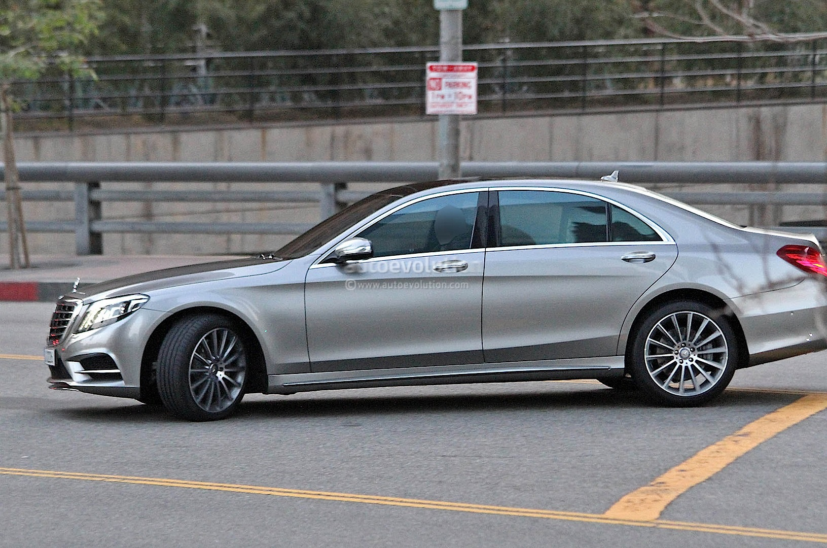 spyshots 2014 mercedes s class totally undisguised autoevolution. Black Bedroom Furniture Sets. Home Design Ideas
