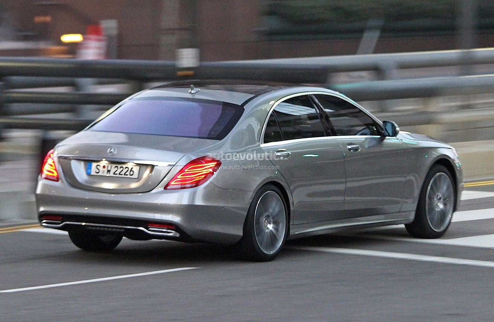 Spyshots 2014 mercedes s class totally undisguised for Mercedes benz news