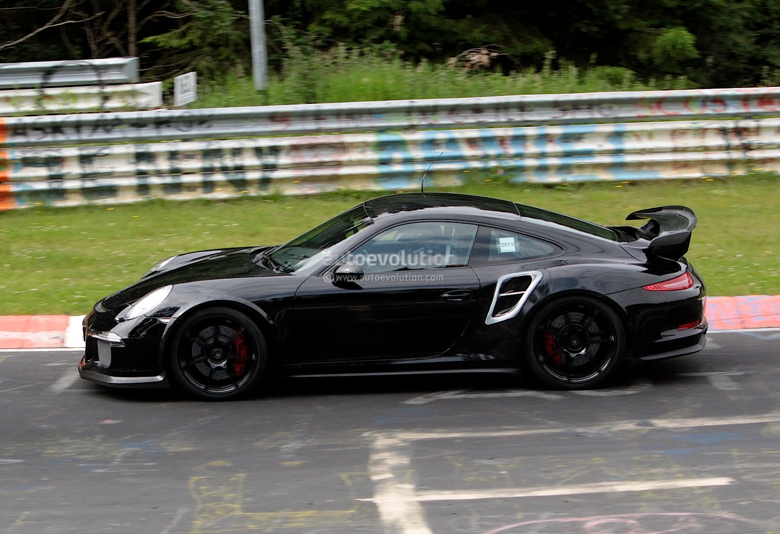spyshots new porsche 911 gt2 begins testing at the ring. Black Bedroom Furniture Sets. Home Design Ideas