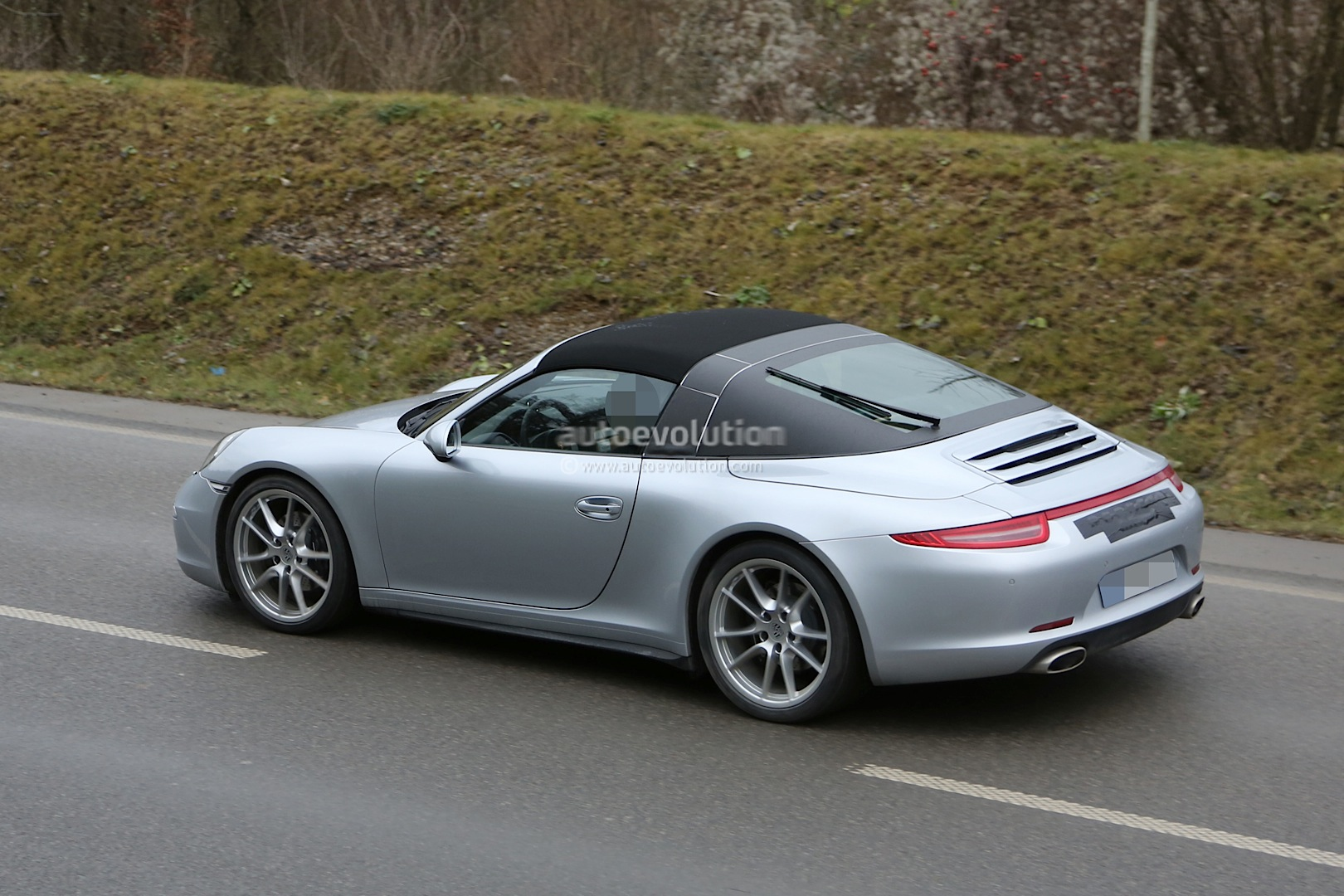 spyshots new porsche 911 targa almost undisguised. Black Bedroom Furniture Sets. Home Design Ideas