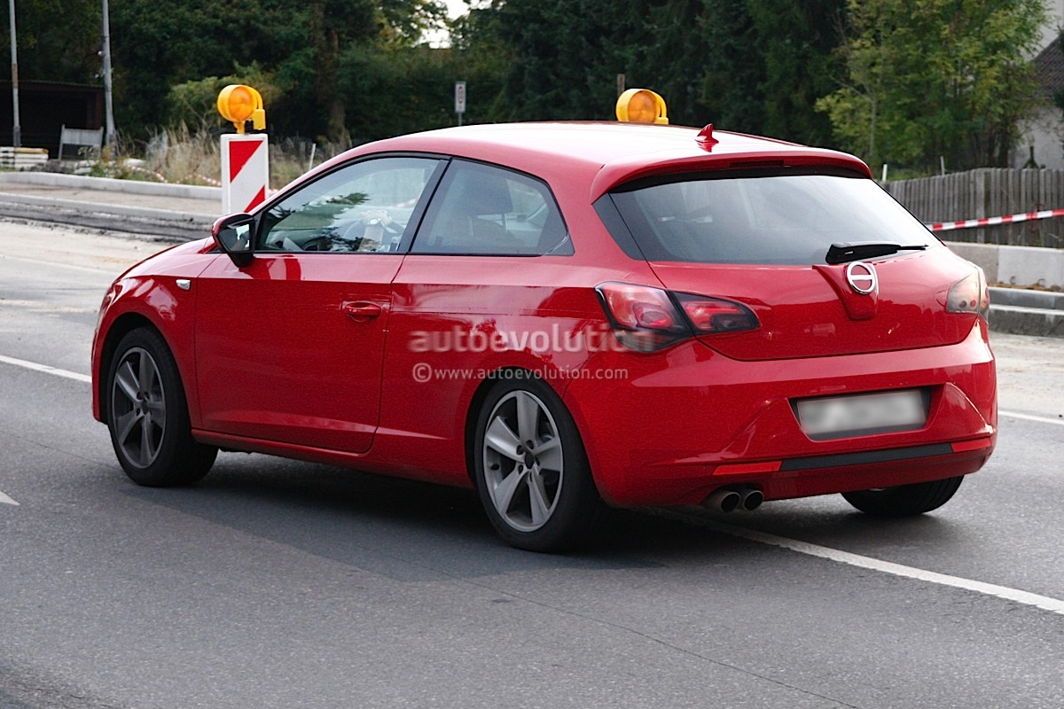 spyshots new seat leon 3 door disguised as opel astra autoevolution. Black Bedroom Furniture Sets. Home Design Ideas