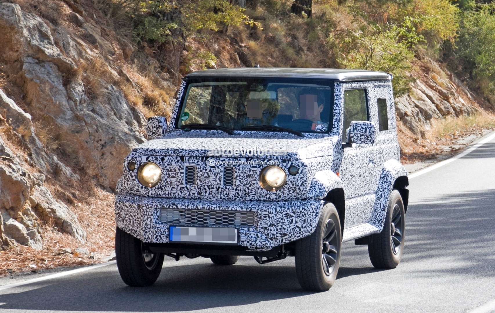 spyshots new suzuki jimny looks like a tiny mercedes benz g class autoevolution. Black Bedroom Furniture Sets. Home Design Ideas