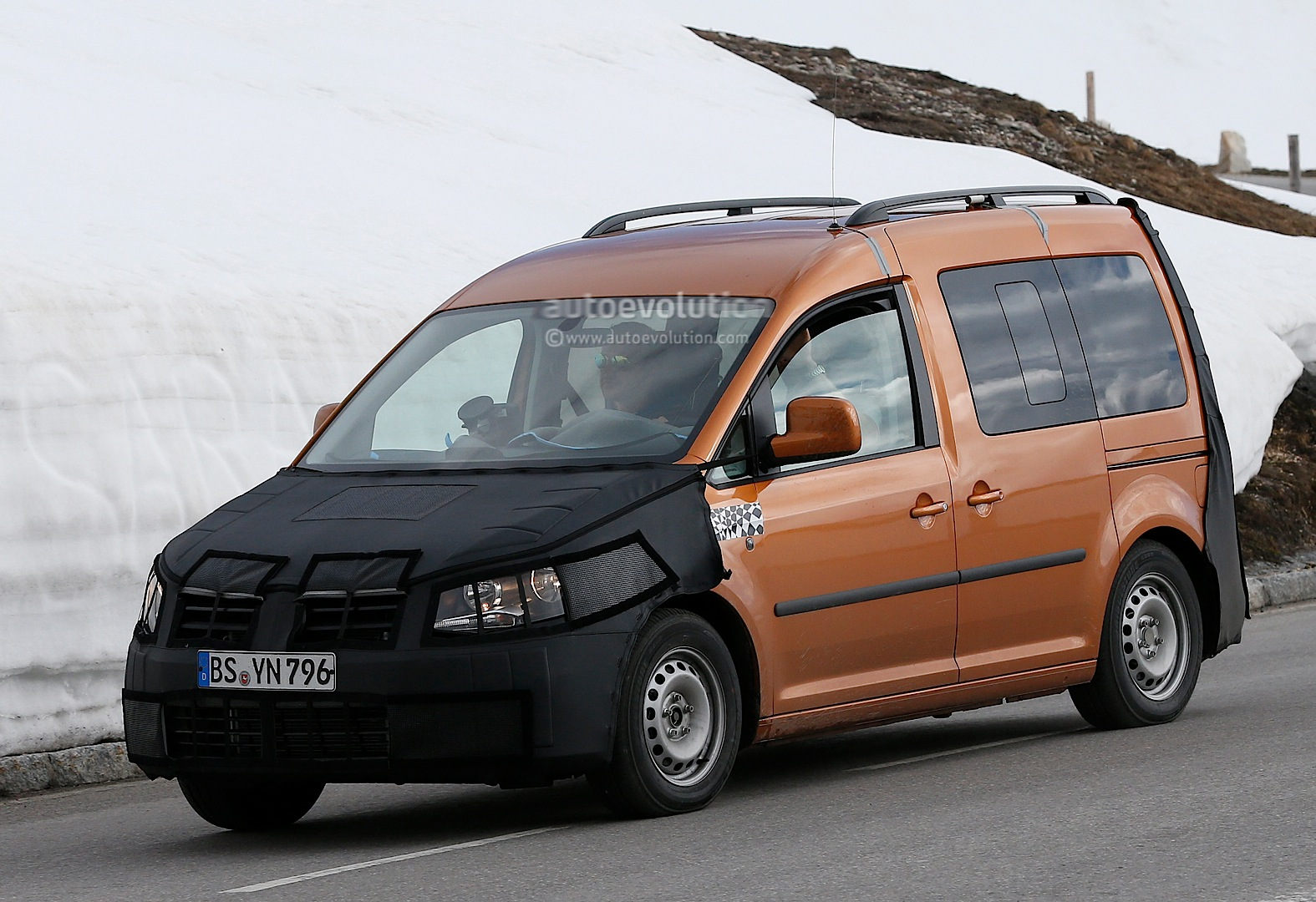 spyshots  new volkswagen caddy interior revealed