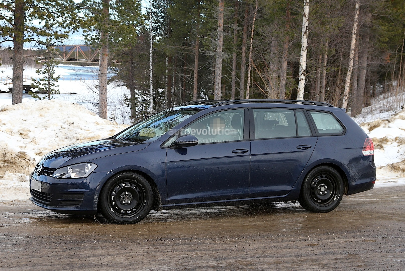 Spyshots: New Volkswagen Golf Variant / Jetta SportWagen - autoevolution